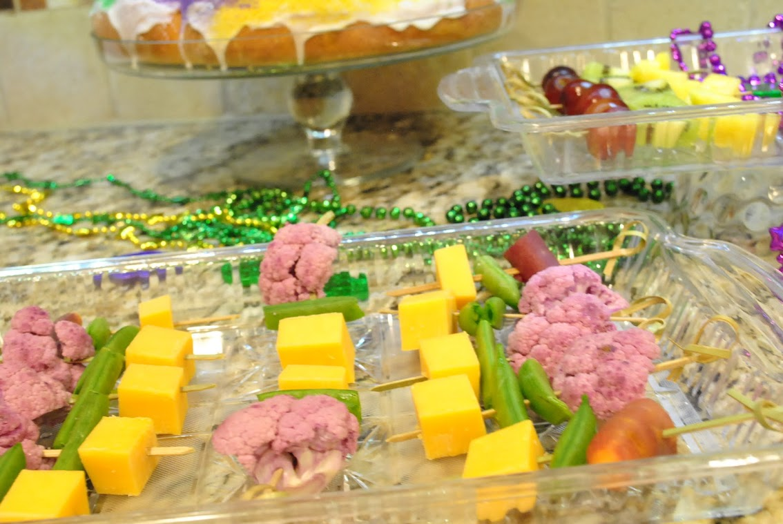 healthy Mardi Gras fruit and vegetable party food
